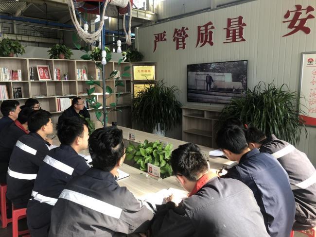 """陕北矿业神南产业后勤车队维修班开展""""学雷锋"""