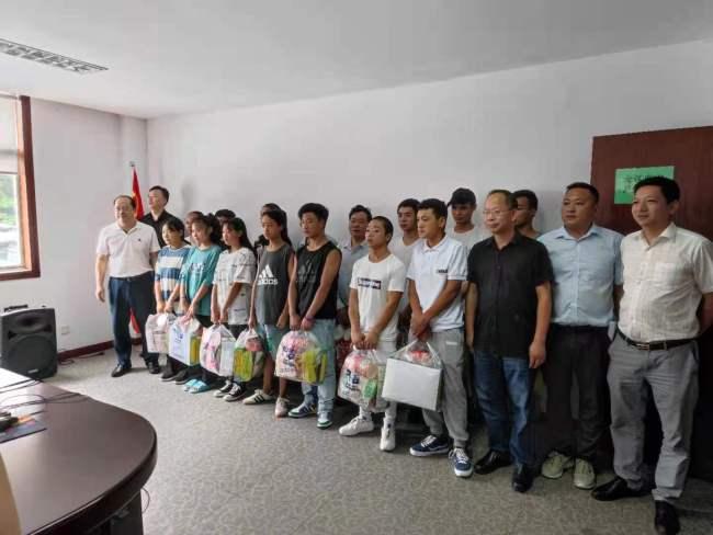 象山县陈水明率队指导雷波县在象务工者防台